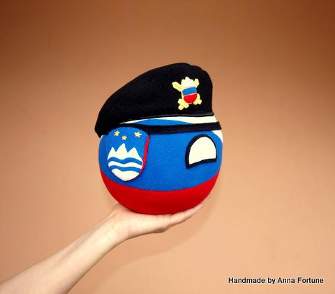 Sveniaball with beret
